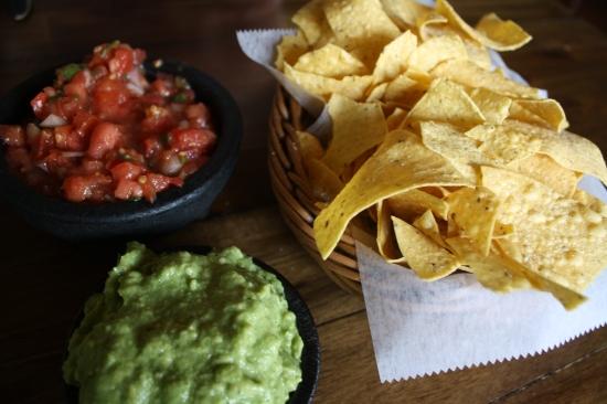 chips-salsa-guac