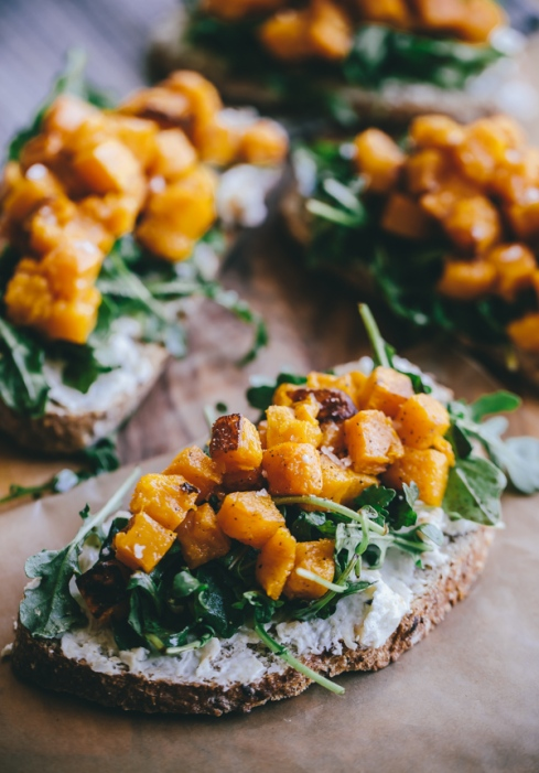 butternut-squash-arugula-roasted-garlic-goat-cheese-tartine-1-5.jpg