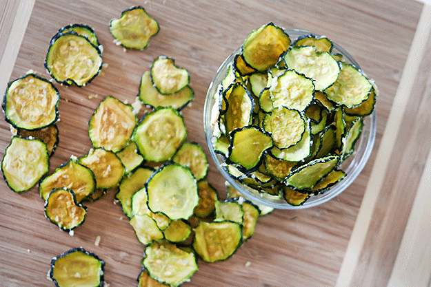 Parmesan-Garlic-Zucchini-Chips.png