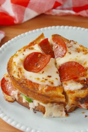 Macintosh HD:private:var:folders:3j:6lpwrtcn3n5g6l6mw81m4srm0000gn:T:TemporaryItems:gallery-1488930608-delish-pizza-grilled-cheese-pin-1.jpg