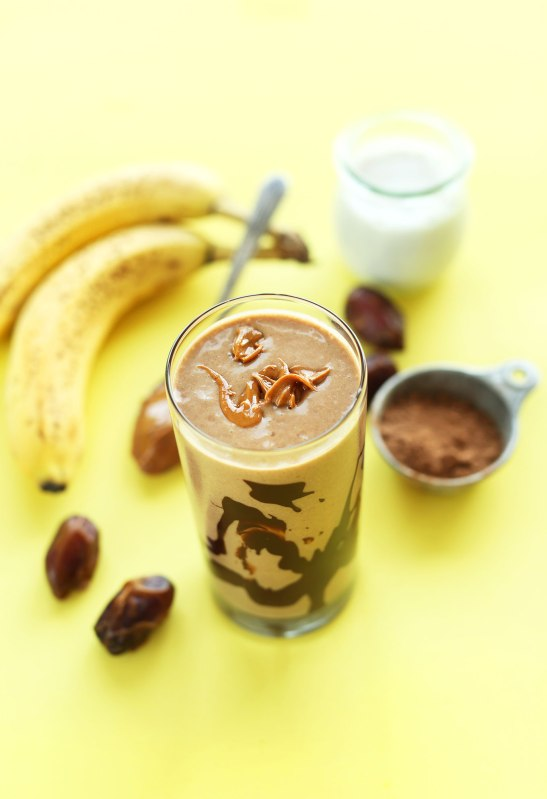 HEALTHY-5-ingredient-Peanut-Butter-Banana-Milkshake-So-creamy-chocolatey-and-delicious-vegan-glutenfree