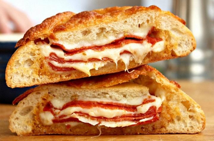 pepperoni-pizza-calzone